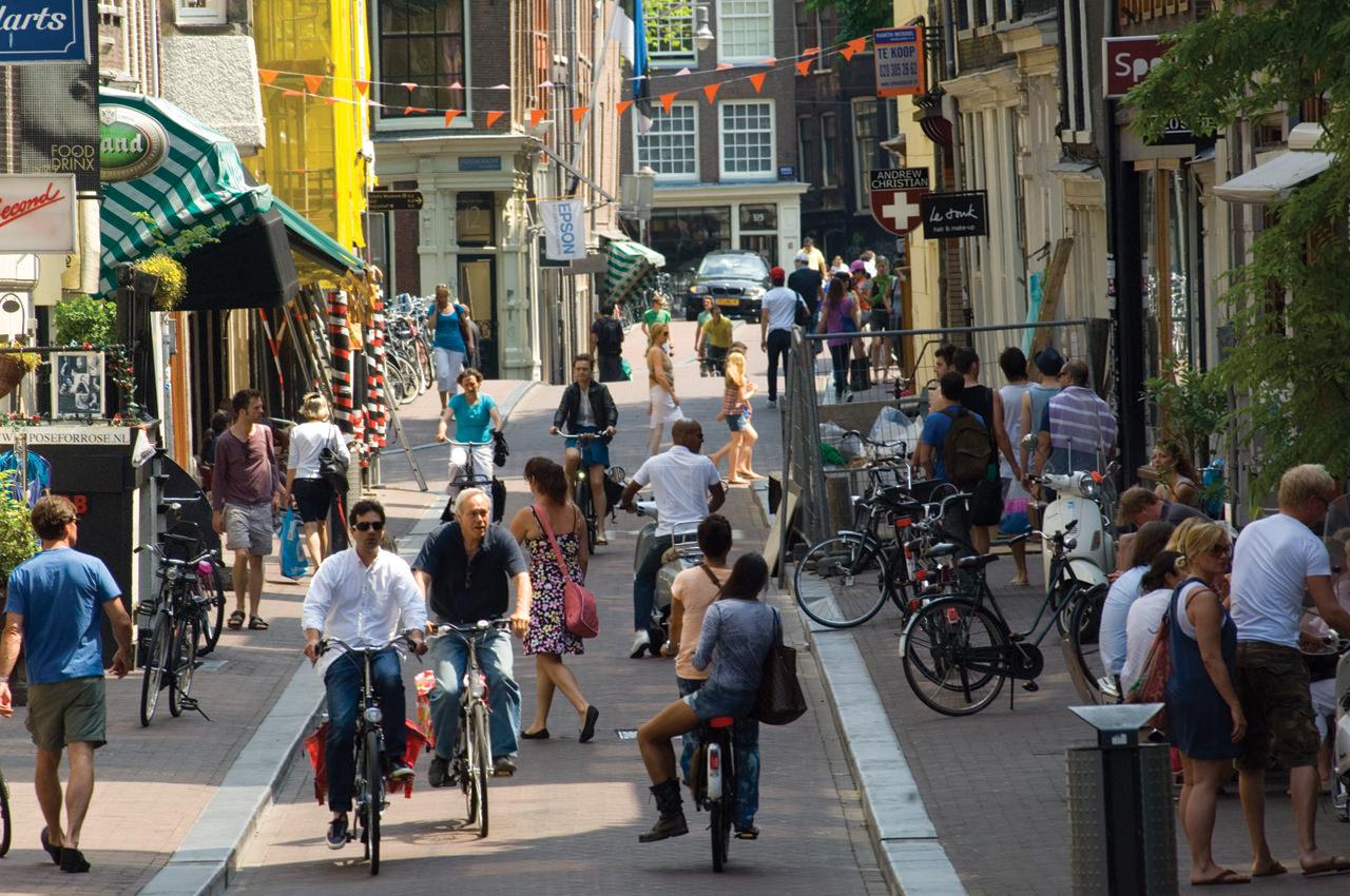 Shopping,_Amsterdam_72dpi_1280x850px_E